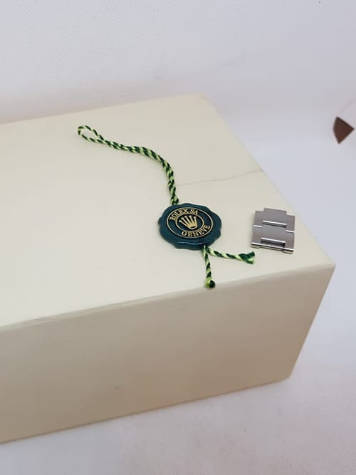 Blick auf die Original-Verpackung der Rolex Submariner No Date